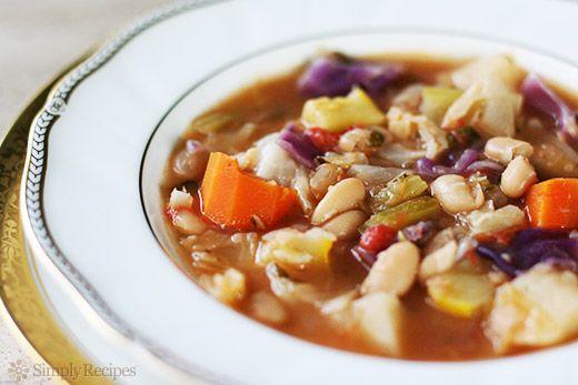 Fazolová polévka se zeleninou a anglickou slaninou