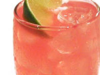 Růžový panter, osvěžující nápoj z grapefruitu, jablka a brusinek