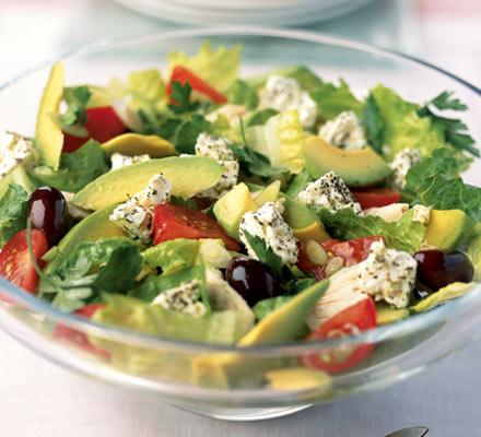 Salát z avokáda, rajčat a chřestu