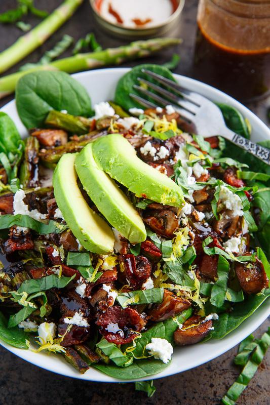 Špenátový salát se sýrem a žampiony