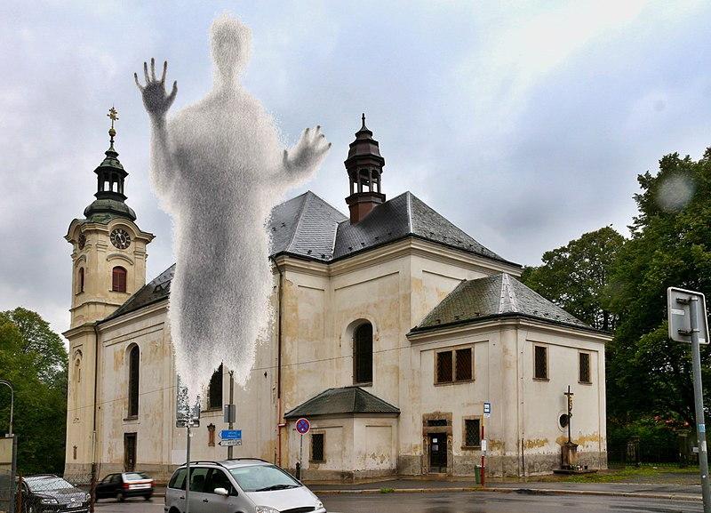 Duch v kostele uprostřed Liberce