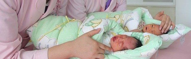Novorozeně zemřelo v porodnici, jeho matka měla korovirus