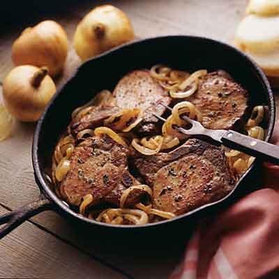Vepřová kotleta na cibulce, s brambory či kaší